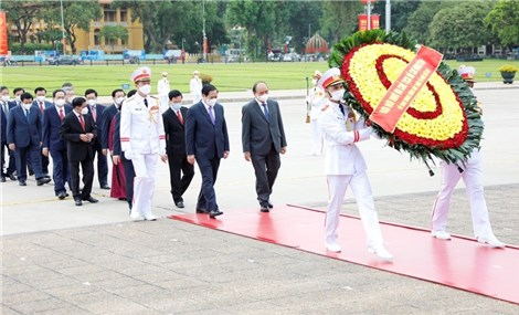 Party, State leaders pay tribute to President Ho Chi Minh on his birthday