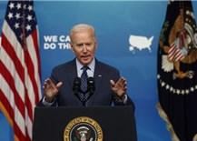 Tổng thống Mỹ kêu gọi người dân uống bia, cắt tóc và tiêm vaccine