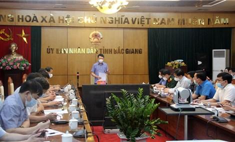 Để lây chéo COVID-19, chủ tịch huyện bị phê bình