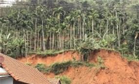 Quảng Ngãi: Huyện vùng cao xin phương án khẩn cấp chống sạt lở núi