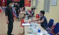 Phạt 105 triệu đồng 7 người tụ tập xem bóng đá tại Bắc Giang
