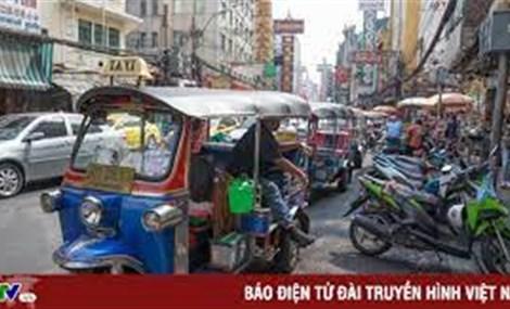 Xe chở khách tại Thái Lan khốn đốn vì dịch bệnh