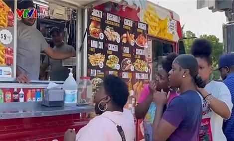 Mỹ: Xe bán đồ ăn lưu động hút khách trở lại