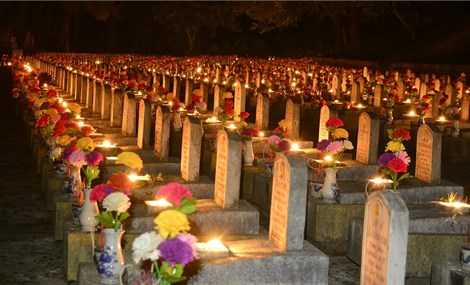 Hơn 60.000 ngọn nến thắp sáng Nghĩa trang Liệt sỹ quốc gia Trường Sơn