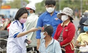 Tình nguyện viên tham gia cứu trợ trong đại dịch COVID-19 tại Việt Nam