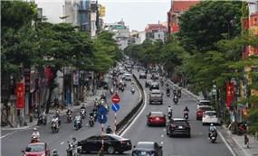 Đường phố Hà Nội và TP Hồ Chí Minh bất ngờ đông đúc