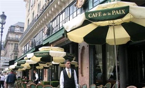 Pháp yêu cầu người lao động trong lĩnh vực dịch vụ phải tiêm vaccine