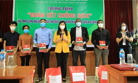 Hà Nội supports foreigners in difficulties due to COVID-19