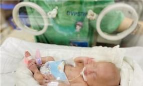 Lần đầu tiên tại Việt Nam nuôi dưỡng thành công bé sơ sinh nặng 0,4 Kg