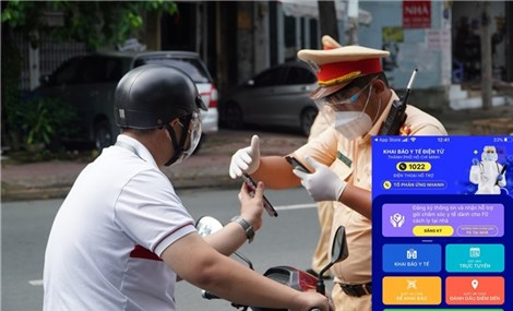 """HCM City pilots """"COVID-19 green cards"""" to control residents' travel"""