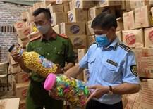 Thu giữ 1000 thùng thực phẩm bánh kẹo không rõ nguồn gốc