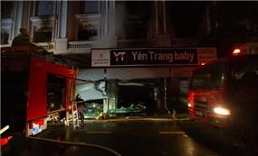 Cháy lớn cửa hàng quần áo trẻ em cao cấp ở Ninh Hiệp -  Hà Nội trong đêm