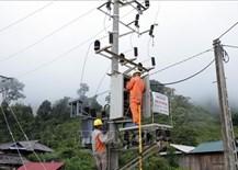 Đưa điện lưới quốc gia về các bản khó khăn