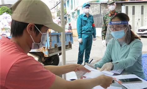 TP.HCM: 4000 chiến sĩ quân y đến hỗ trợ; Gấp rút lên danh sách cho gói an sinh lần thứ 3