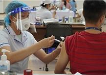 Đẩy nhanh tiêm vắc xin mũi 2 để'xanh hóa' vùng dịch