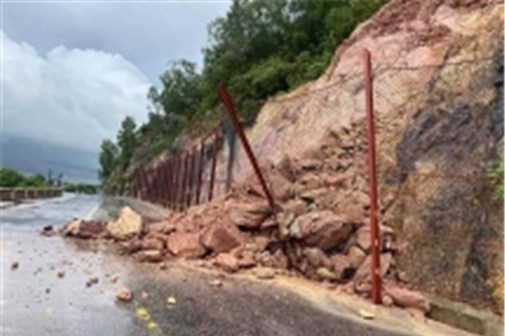 Mưa lớn gây sạt lở và khiến nhiều địa phương bị ngập tại Nghệ An