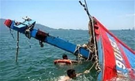 Tích cực tìm kiếm 2 ngư dân mất tích trên vùng biển tại Bình Định