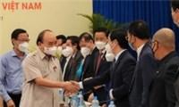 Chủ tịch nước Nguyễn Xuân Phúc gặp doanh nhân trẻ nghe kiến nghị gỡ khó