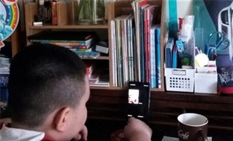 Vừa học online vừa sạc điện thoại tiềm ẩn nguy cơ cháy nổ