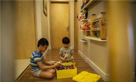 Ở nhà một mình khi bố mẹ là lực lượng tuyến đầu