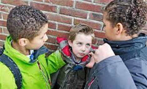 """Cảnh báo trẻ em học theo hành vi bạo lực trong phim """"Trò chơi con mực"""""""