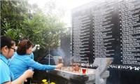 Hàng trăm người thắp hương tưởng nhớ 64 chiến sĩ Gạc Ma