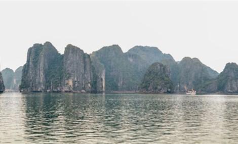 Touring Vietnam's breathtaking Ha Long Bay