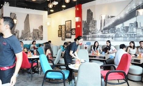Foreign coffee, fast food retreat from Viet Nam