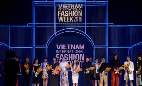 Vietnam International Fashion Week opens in Hanoi