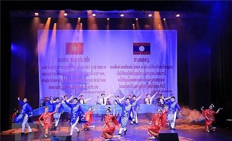 Gala performance in Vientiane celebrates Vietnam-Laos friendship