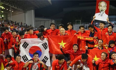 Vietnamese players celebrate historic SEA Games title with joy