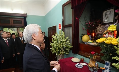 General Secretary and President Nguyen Phu Trong offers incense to President Ho Chi Minh