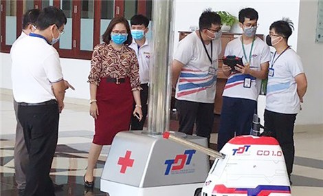 'Robot army' helps Vietnam fight Covid-19