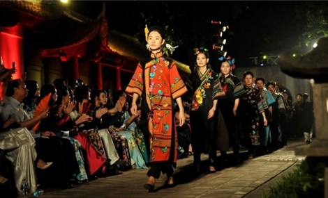 Vietnam's world cultural heritages honoured through Ao Dai