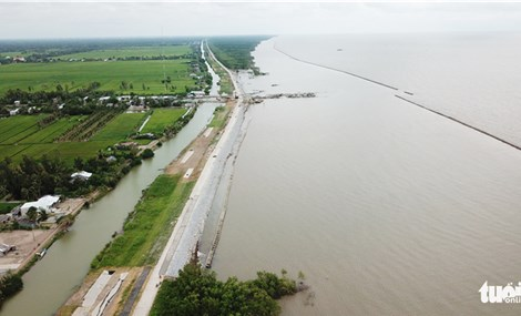 Southernmost Vietnamese province rushes to protect coastal embankment from erosion