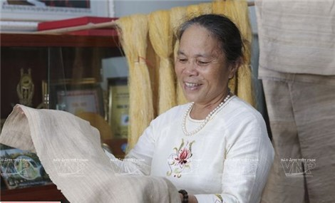 'Lotus silk' weaves a tale of success in Vietnam