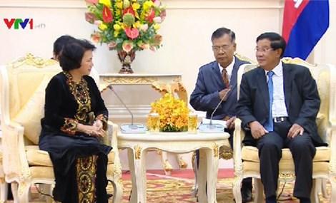 《柬埔寨之光报》越南国会主席阮氏金银访柬将深化两国密切的睦邻关系