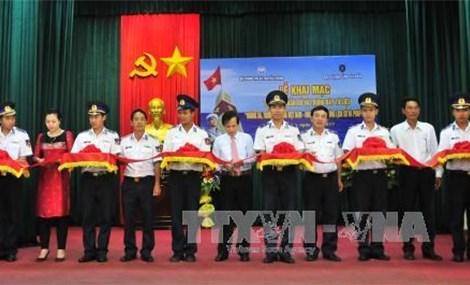 黄沙、长沙归属越南历史证据和法律依据地图资料展在富国县举行