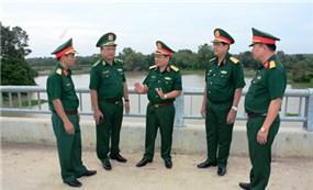 Bộ Quốc phòng kiểm tra đường tuần tra biên giới trên địa bàn Quân khu 7