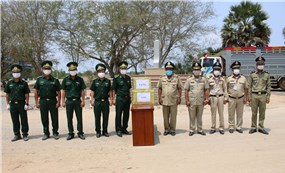 Đồn Biên phòng Cửa khẩu Quốc tế Bình Hiệp hỗ trợ Campuchia phòng chống dịch Covid-19