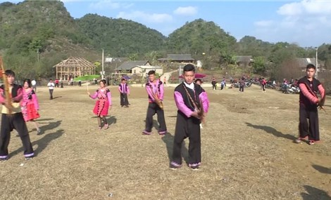 越南山罗省木州县蒙族同胞有声有色庆新春