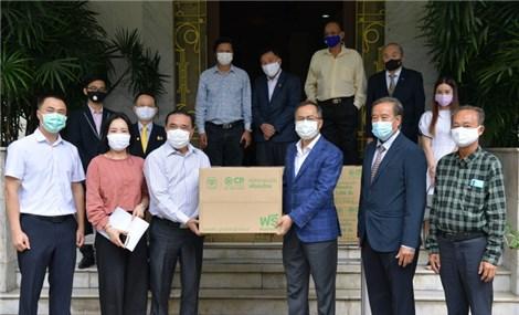Tặng 18.000 khẩu trang y tế cho cộng đồng người Việt Nam tại Thái Lan
