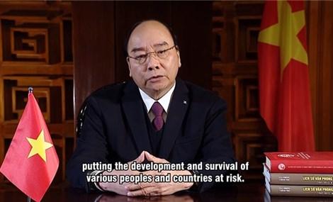 越南政府总理阮春福向气候适应峰会发表视频演讲