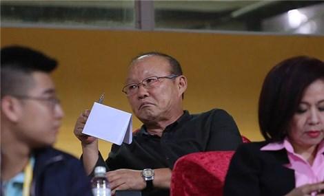 """V-League trở lại, thầy Park tất bật """"vi hành"""""""