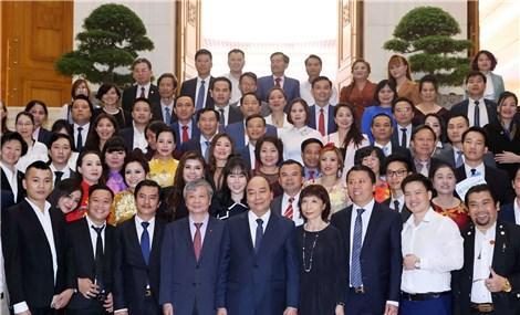 Thủ tướng Nguyễn Xuân Phúc: Chính phủ luôn sát cánh với doanh nghiệp