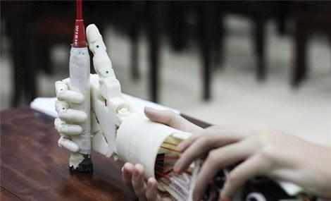 Cánh tay robot cho người khuyết tật - nối dài những ước mơ