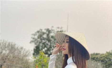 """Á hậu Kiều Loan diện """"Phượng bào"""" quảng bá du lịch miền Trung"""