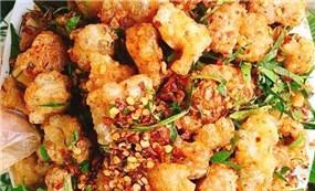 Easy to eat deep fried pork skin greasy dish