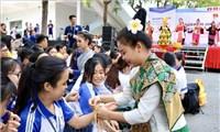 Sôi nổi Ngày hội giao lưu văn hóa Việt Nam - Campuchia