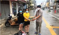 Cứu trợ cộng đồng gốc Việt trong vùng phong tỏa tại Preah Sihanouk